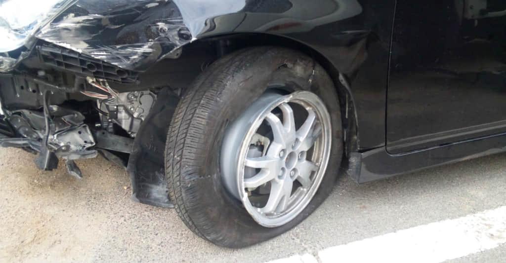 事故した車