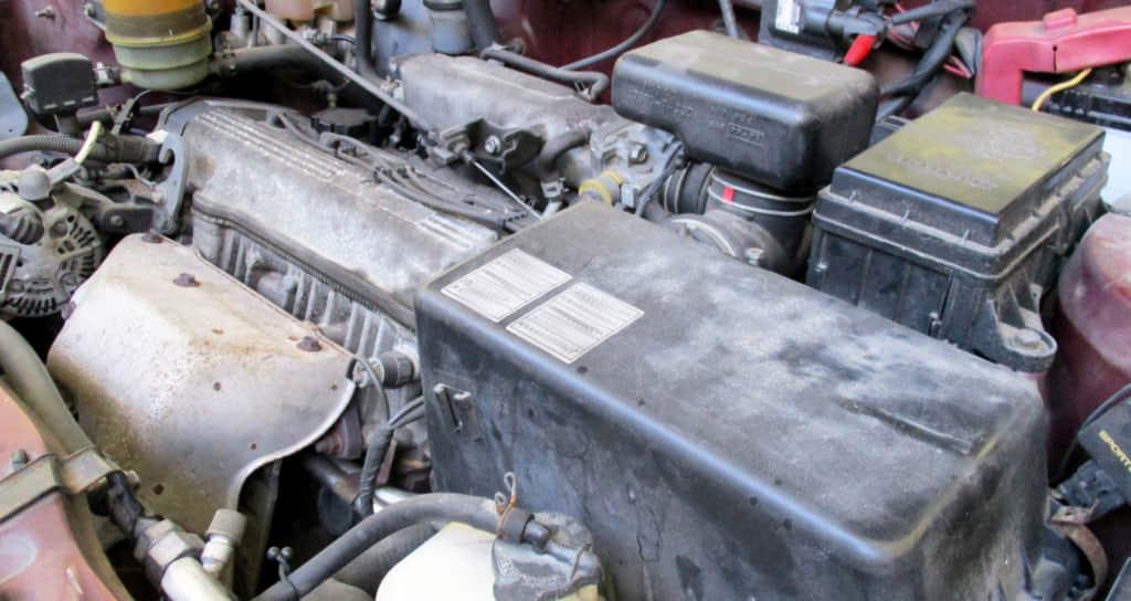 古い車のエンジン