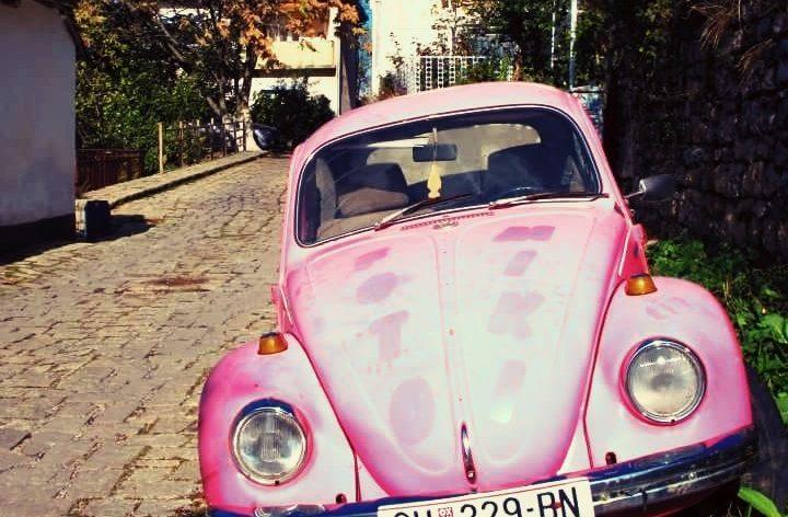 ピンクのクラシックカー