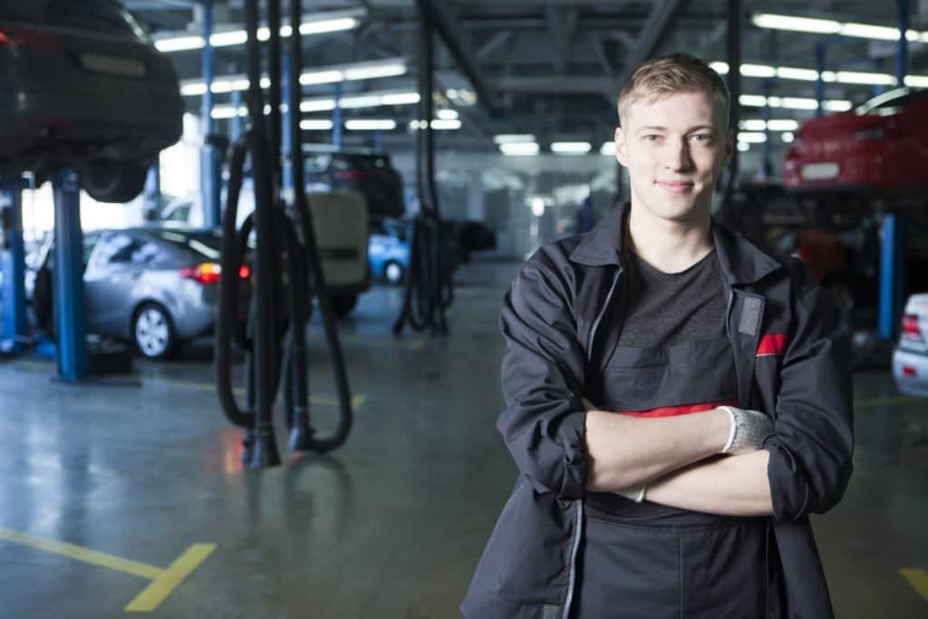 車の修理技師