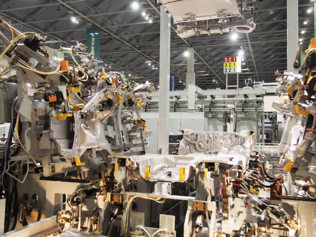 車を造る機械