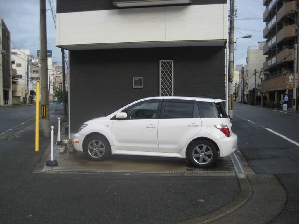 トヨタ車が駐車されている
