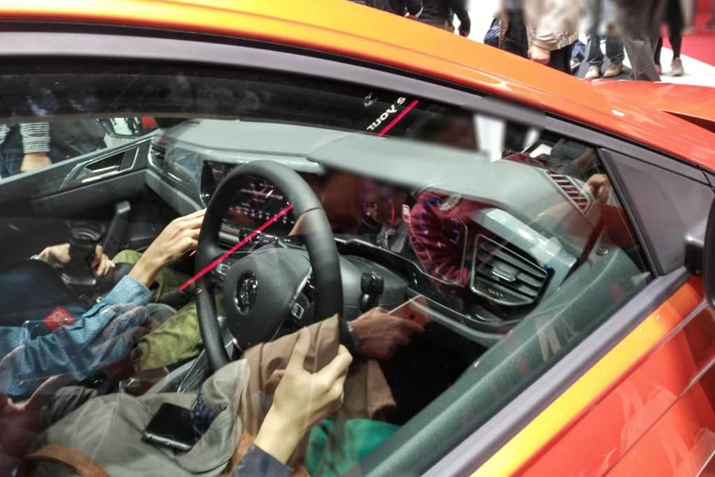 VWポロの運転席