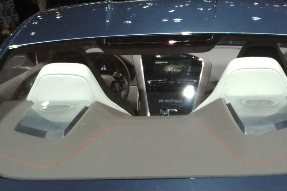 BMW8シリーズの運転席