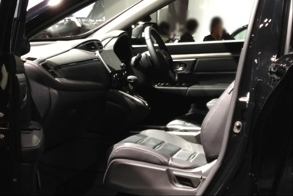 ホンダCR-Vの運転席