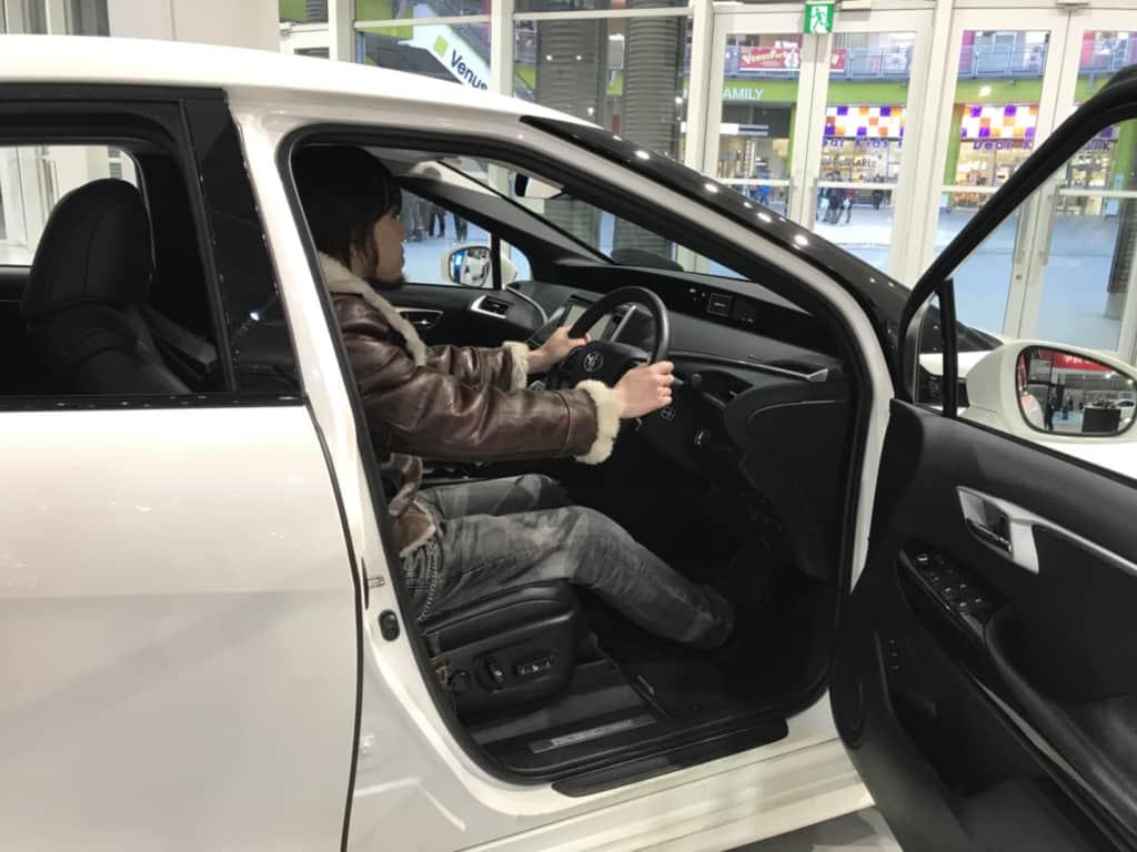 ミライの運転席