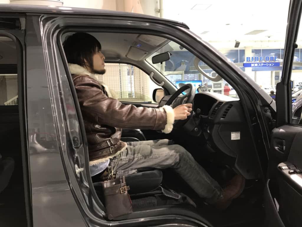 ハイエースの運転席の広さ