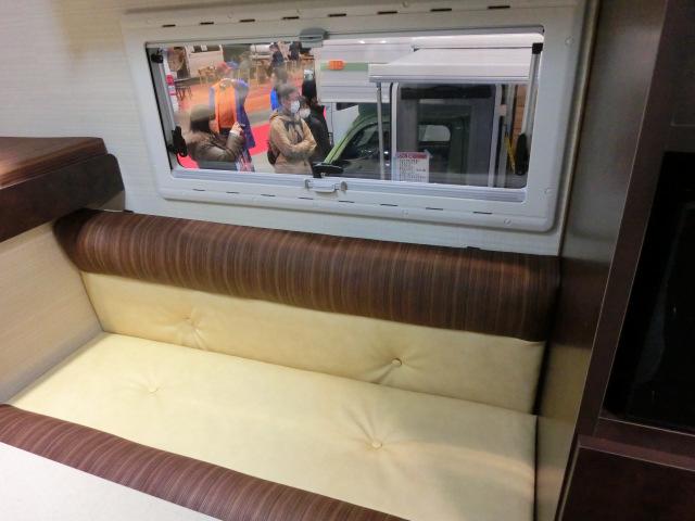 ハイラックス専用キャンパーのソファ