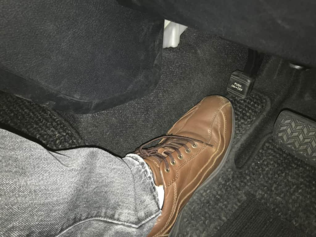シエンタの運転席の足元