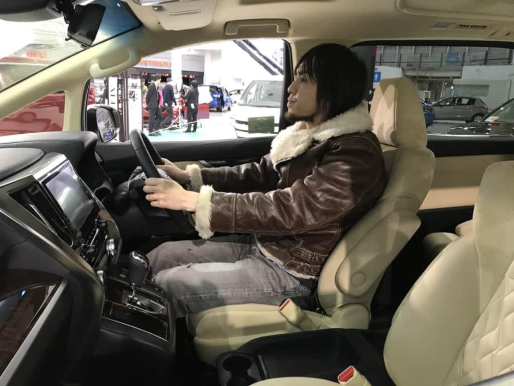 ヴェルファイアの運転席