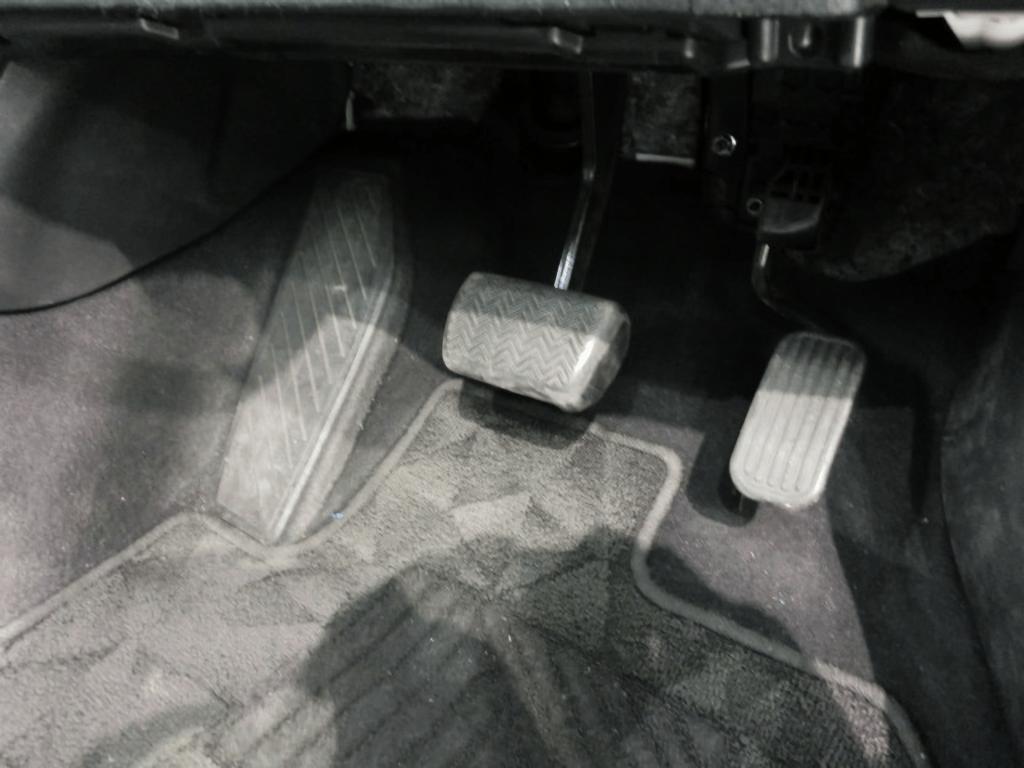 C-HRのペダル