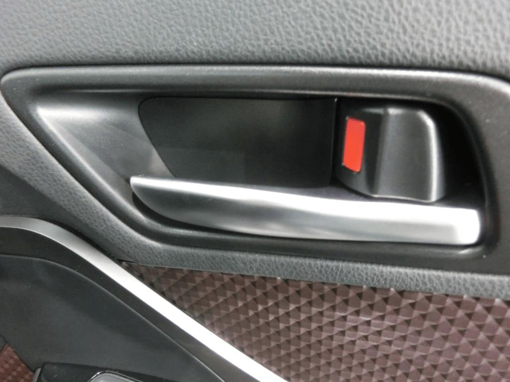 C-HRの運転席ドアのインナーハンドル