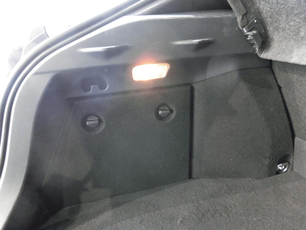 C-HRの荷室のライト