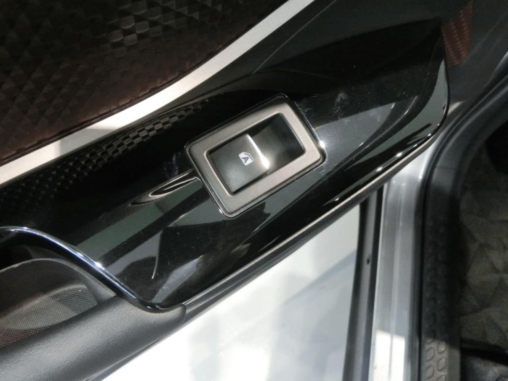 C-HRのパワーウィンドウスイッチ