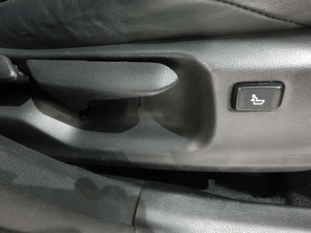 C-HRのシートレバー