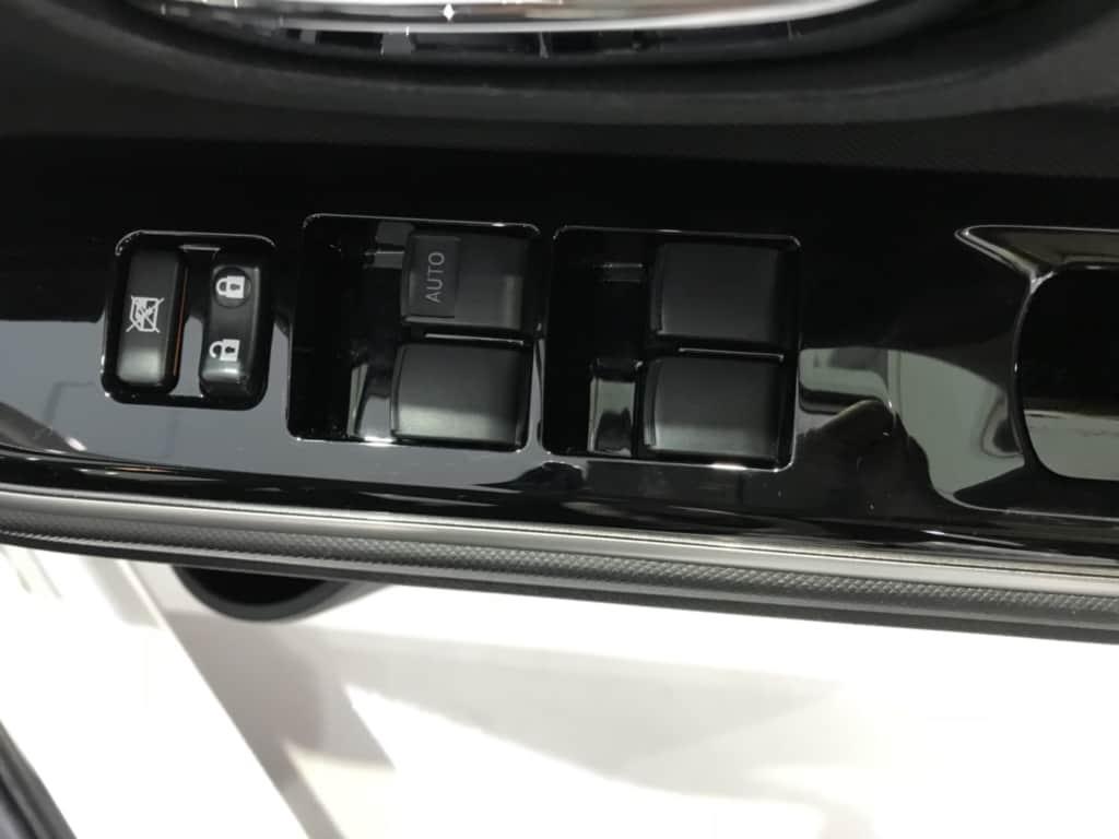 アクアの運転席ドアのスイッチ