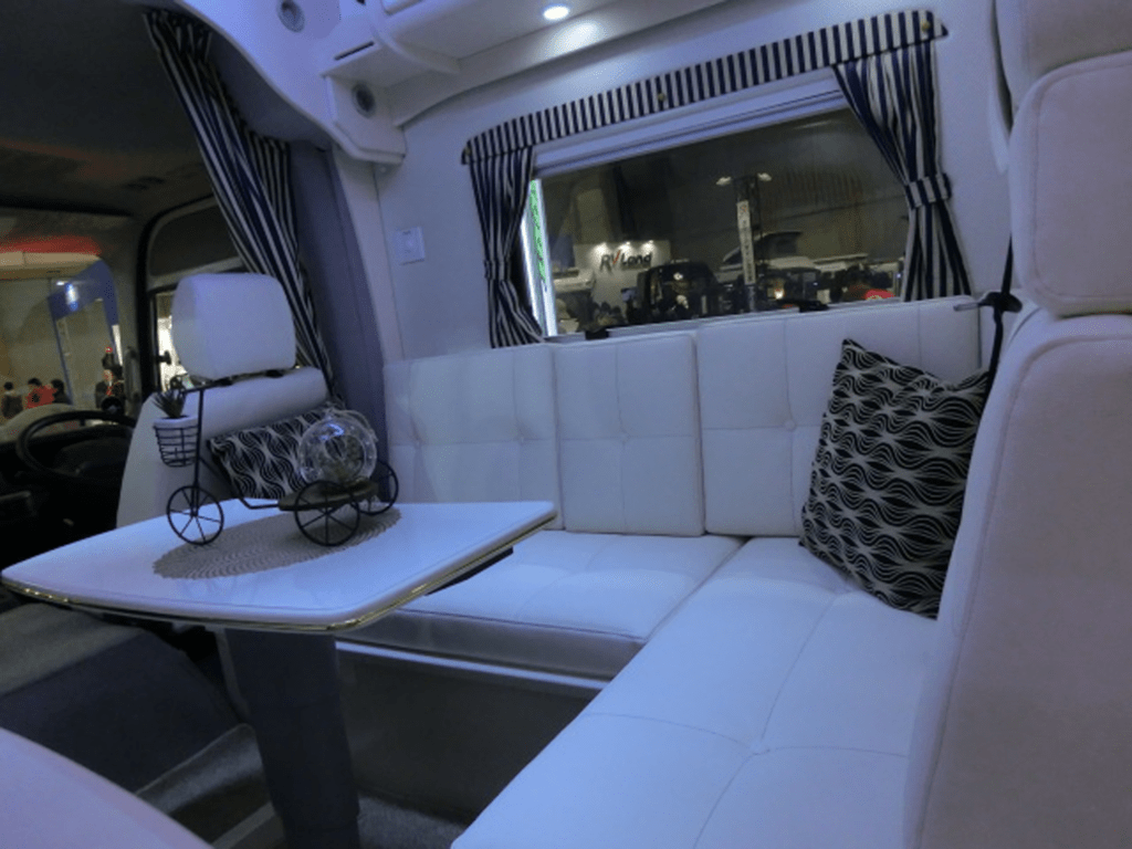 バスコンのソファベッド