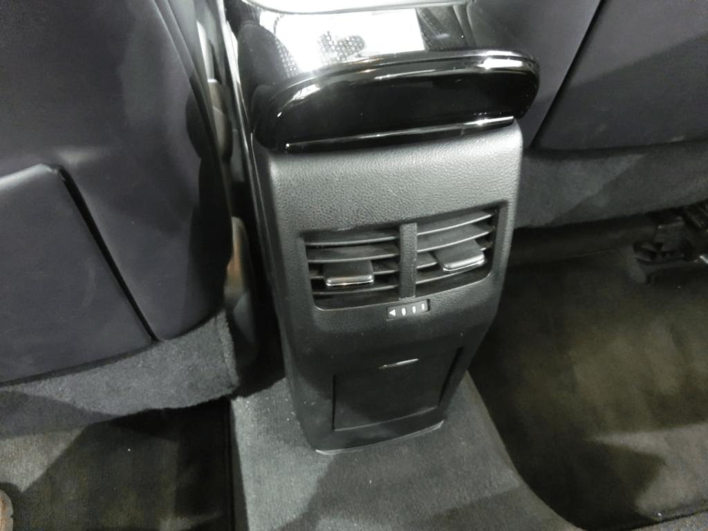 MIRAIの後部座席のエアコン