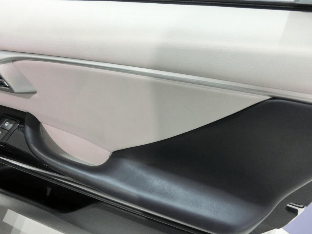 MIRAIの運転席のドアポケット
