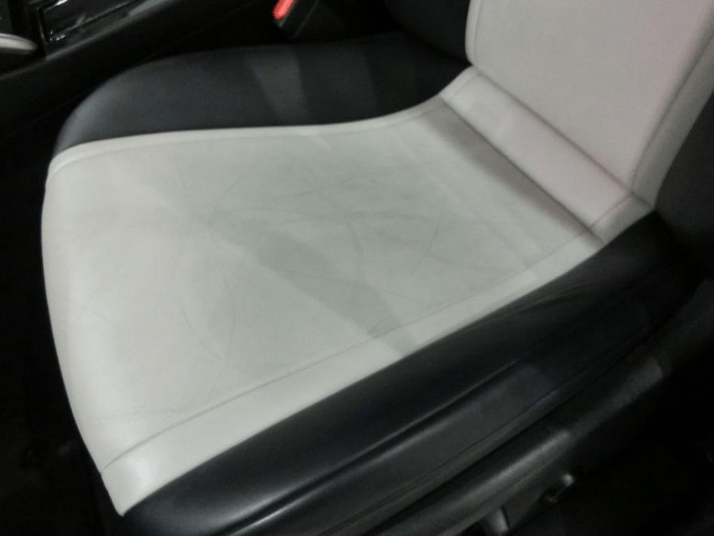 MIRAIの前部座席のアップ