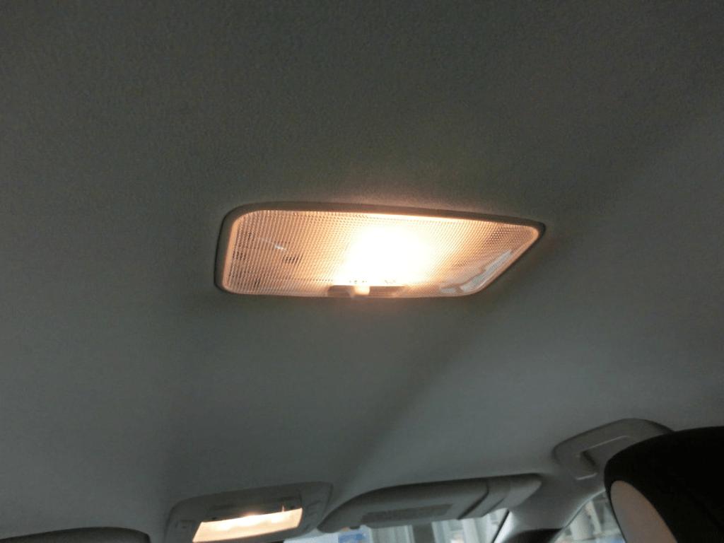 MIRAIの後部座席の室内灯