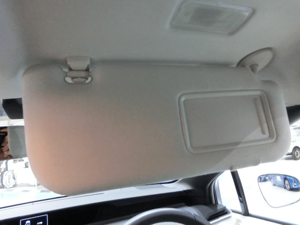 MIRAIの運転席側のサンバイザー