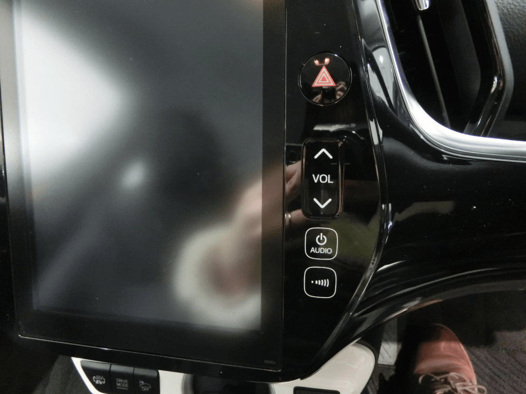 プリウスPHVのオーディオ操作パネル