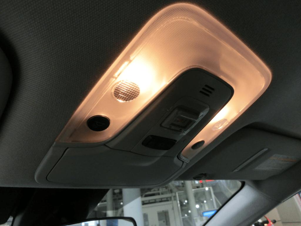 プリウスPHVの前部座席の室内灯