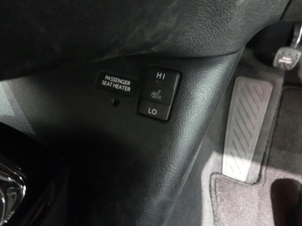 プリウスPHVのシートヒーターのスイッチ