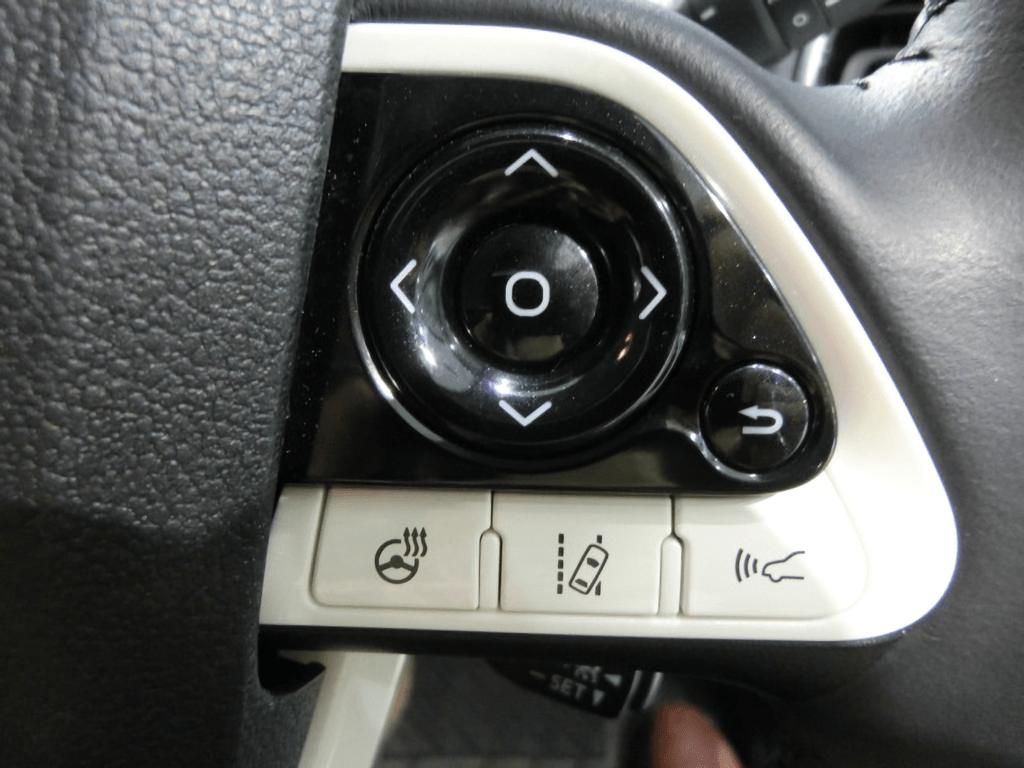 プリウスPHVのステアリングスイッチ
