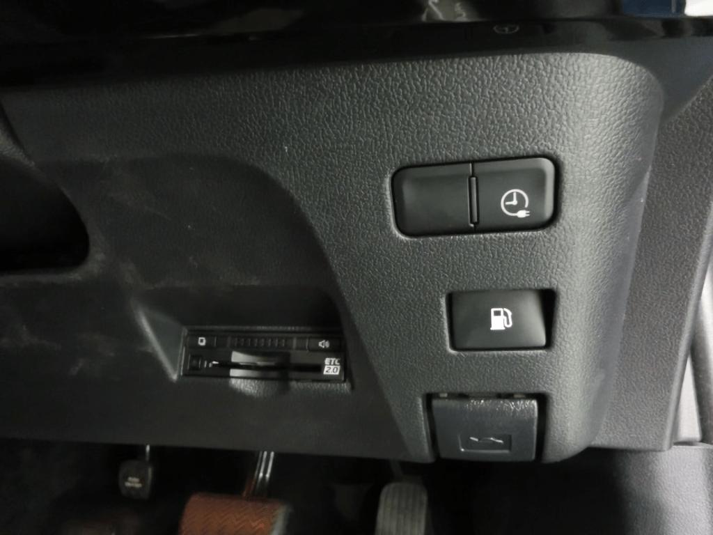 プリウスPHVのスイッチとETCカード挿入口
