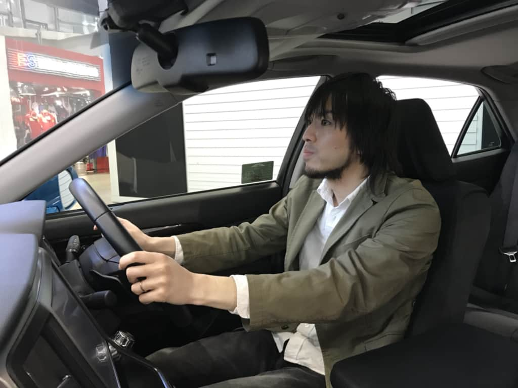 クラウンアスリートの運転席