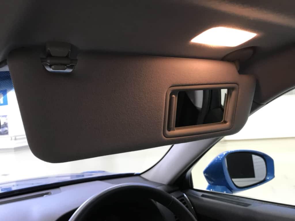 クラウンアスリートの運転席のサンバイザーのライト