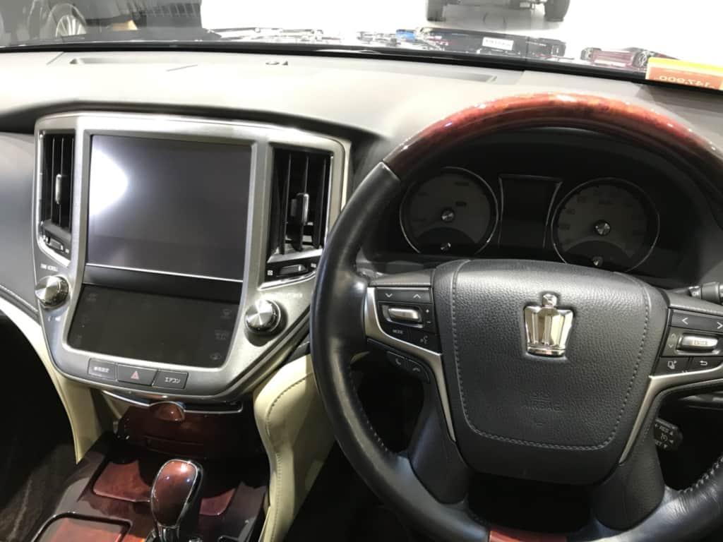クラウンマジェスタの運転席からのコックピット