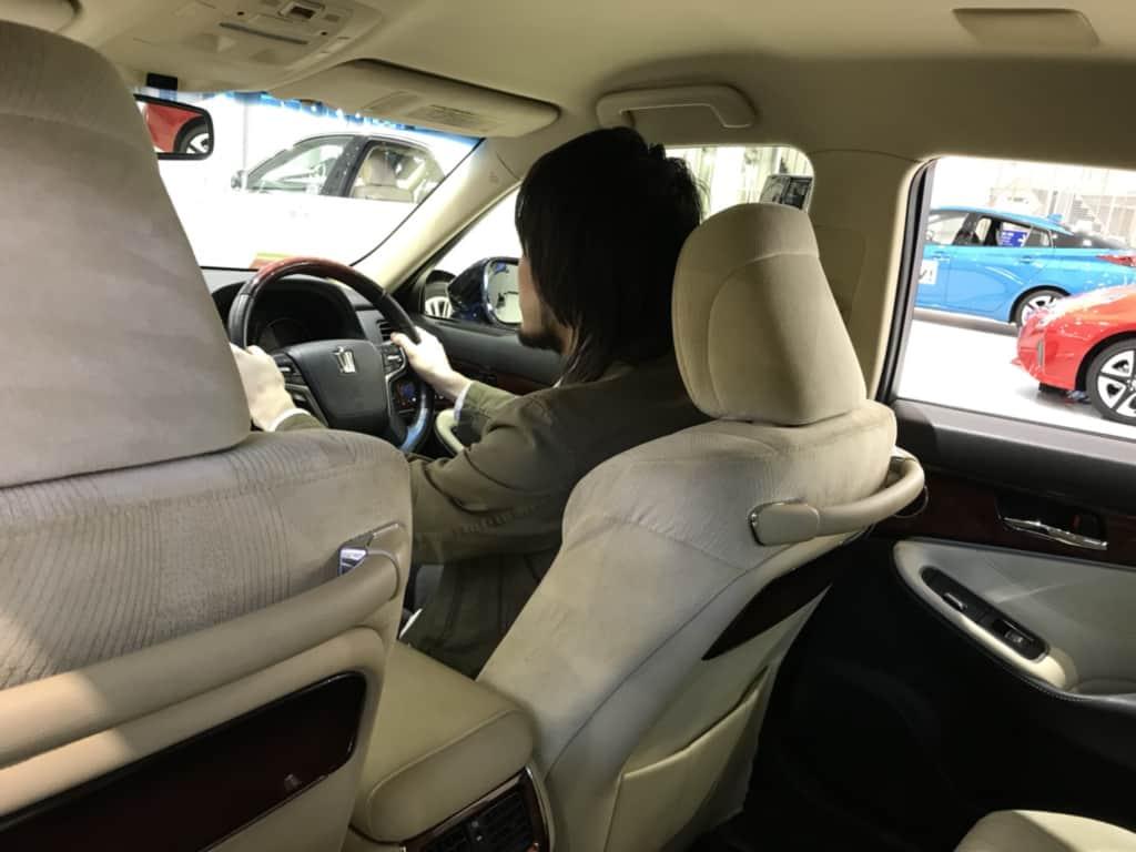 クラウン マジェスタの後部からの運転席