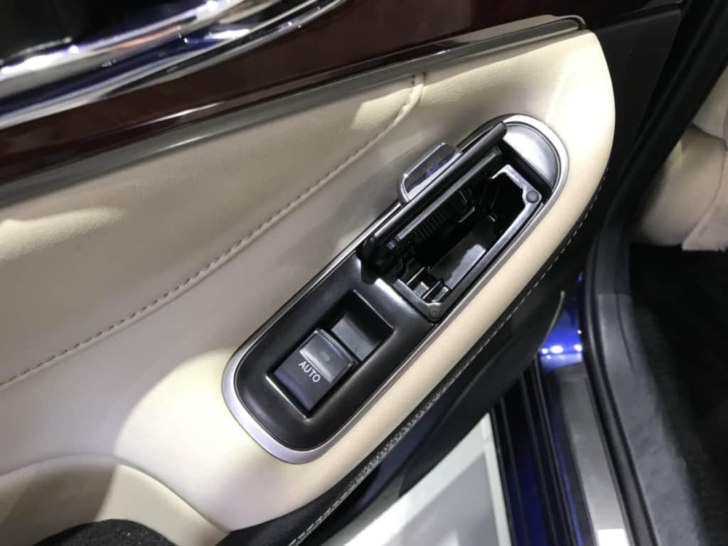 クラウンマジェスタの後部座席ドアのポケット