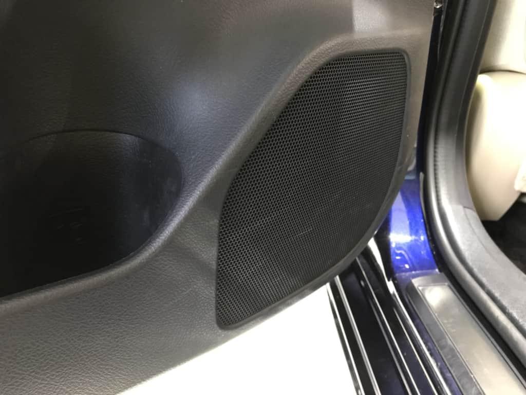 クラウンマジェスタの後部座席ドアのスピーカー