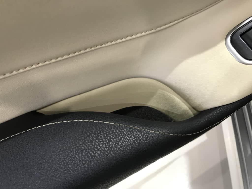 クラウンロイヤルの後部座席のドアポケット