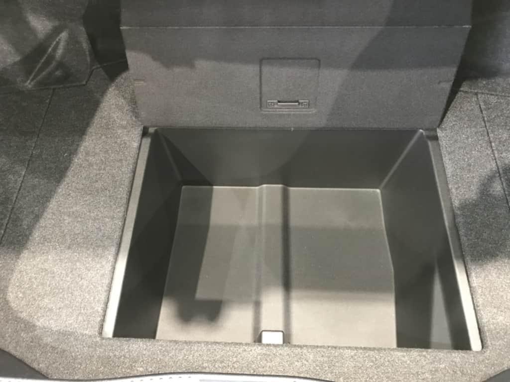 クラウンロイヤルのトランクルームの収納スペース