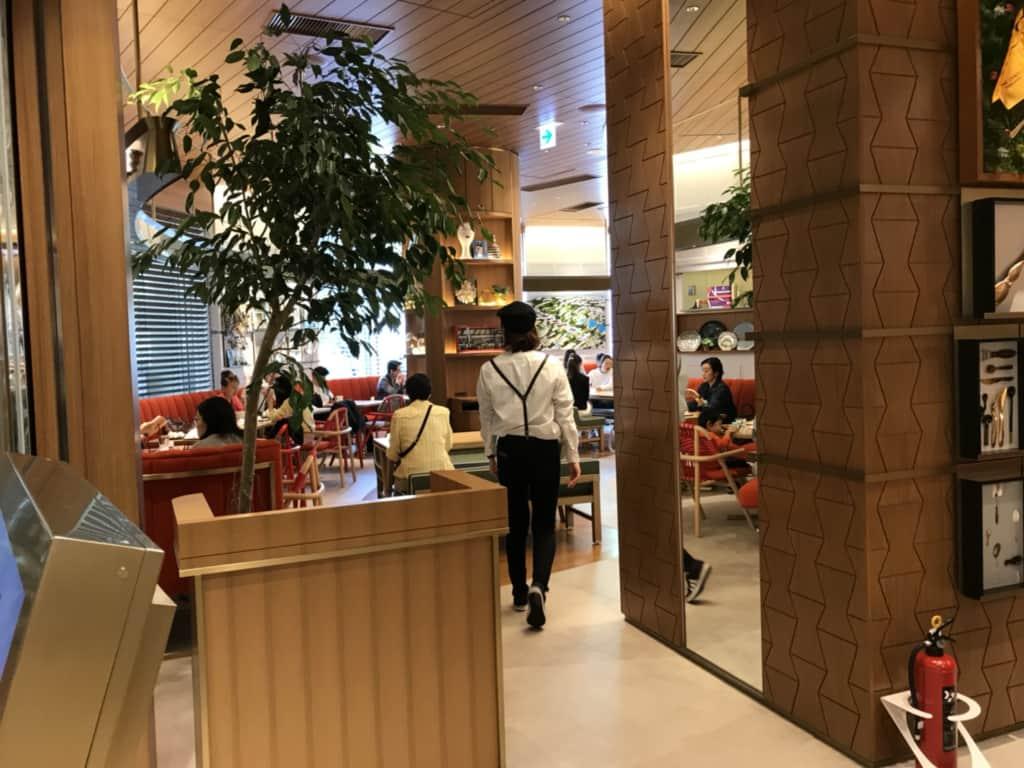 レクサスミーツの平日のカフェ