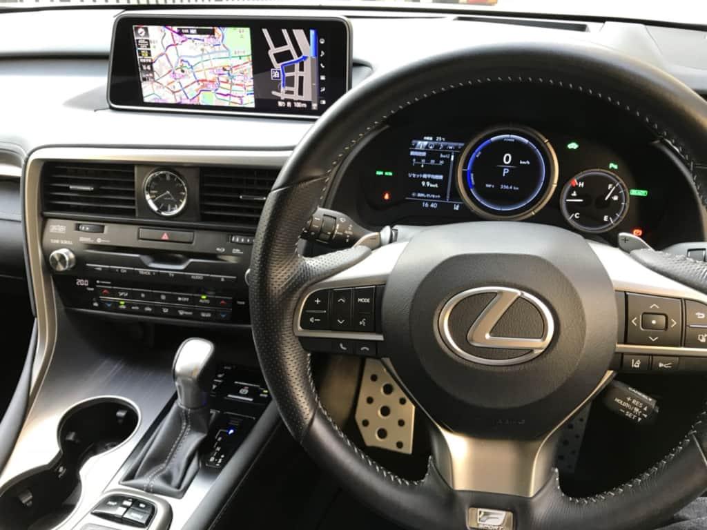 レクサスRXの運転席