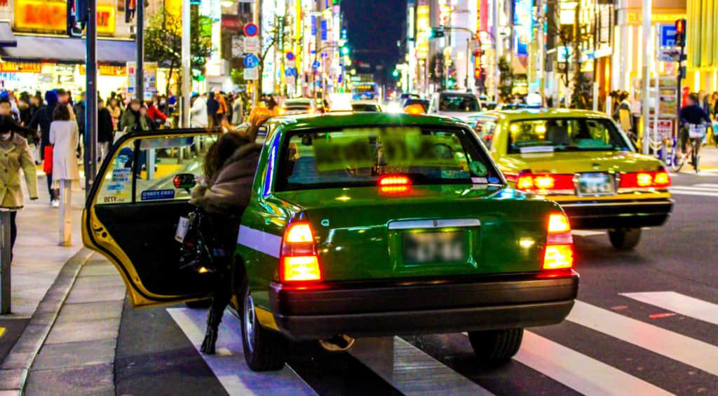 止まっているタクシー