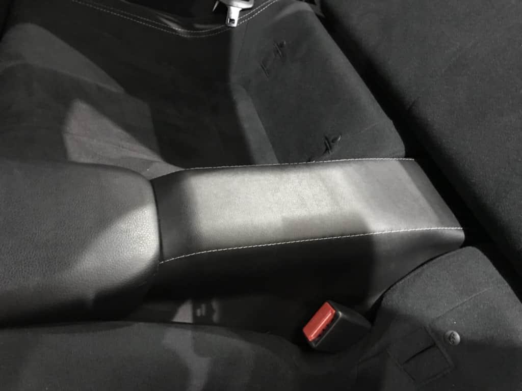 86の後部座席のヒジ掛け