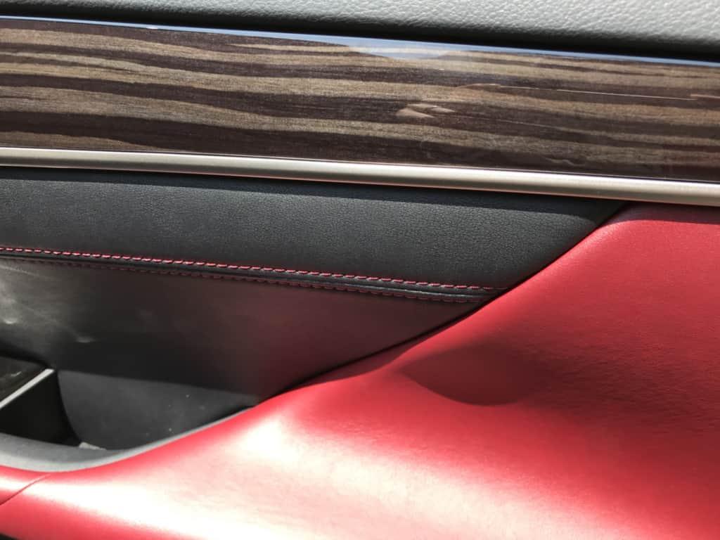 レクサスGSの運転席ドアトリムのアップ
