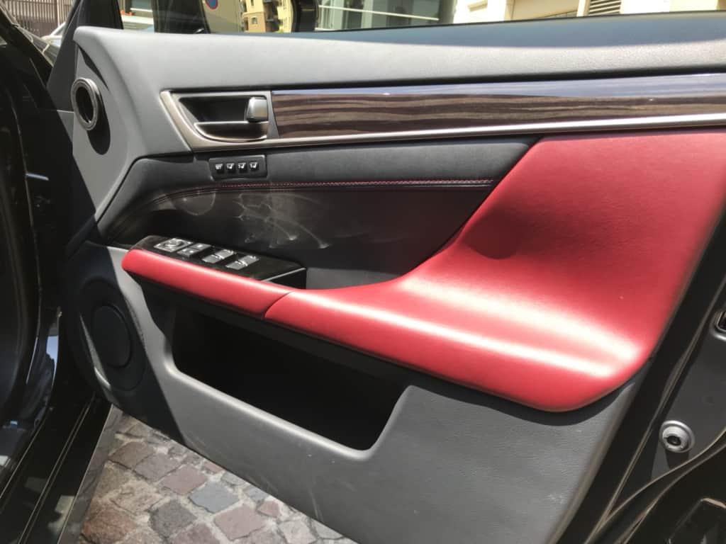 レクサスGSの運転席のドアトリム