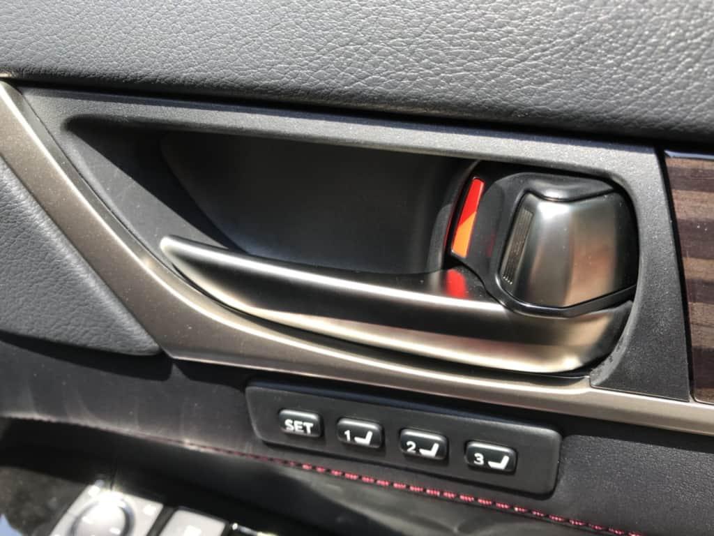 レクサスGSの運転席ドアのインナーハンドル