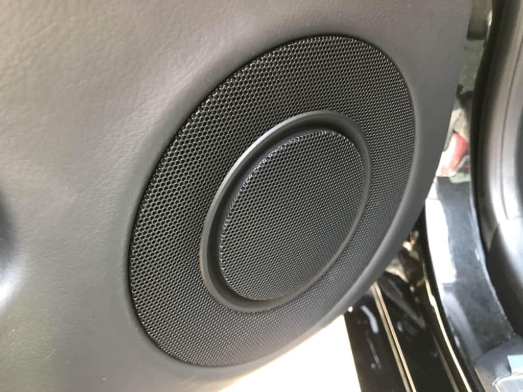 レクサスGSの後部座席ドアのスピーカー