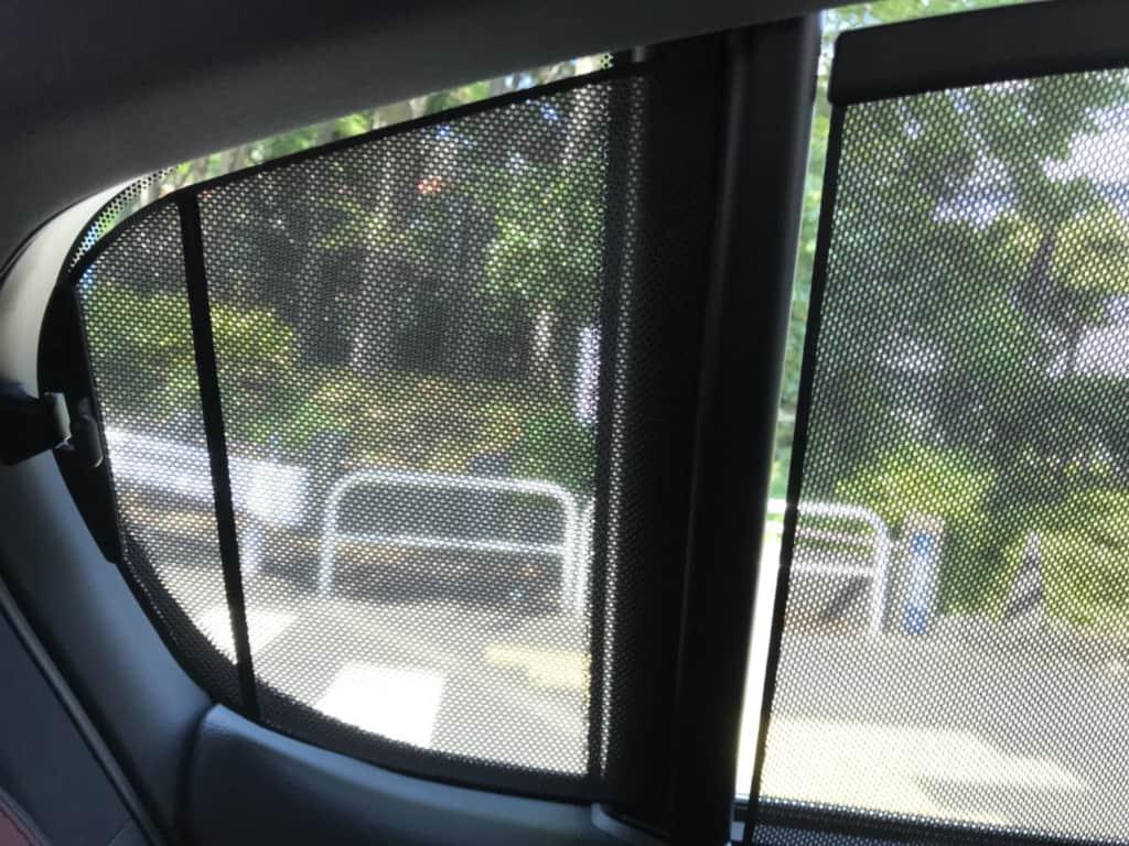 レクサスGSの後部座席の窓の網戸