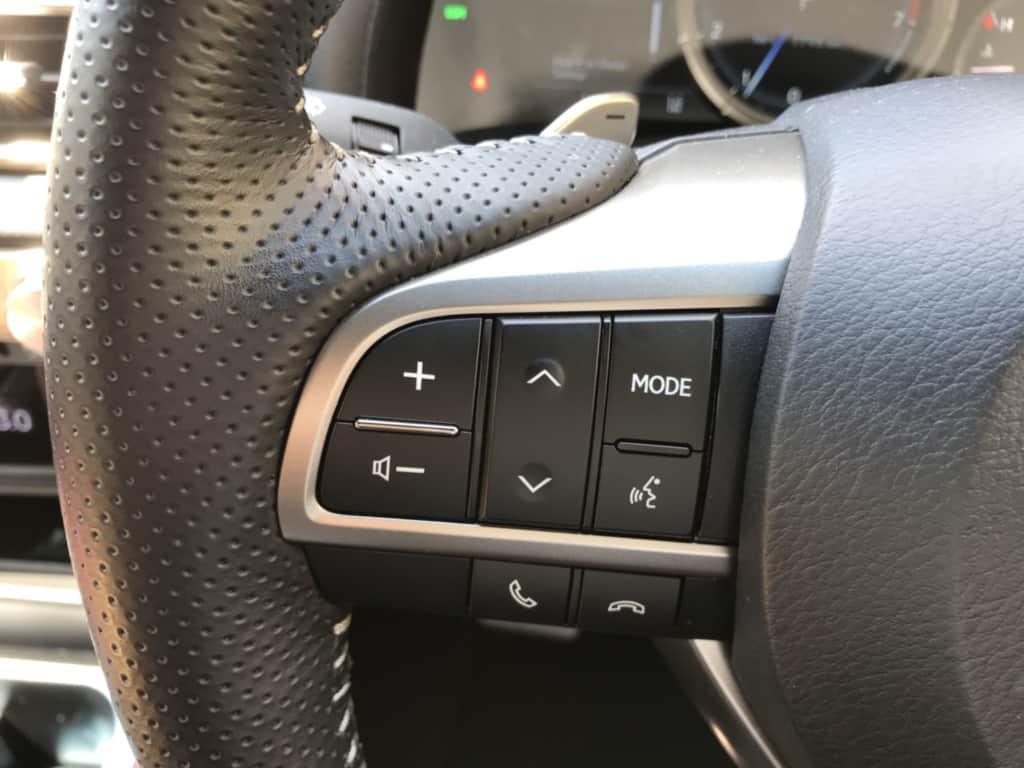 レクサスGSのハンドル左側のステアリングスイッチ