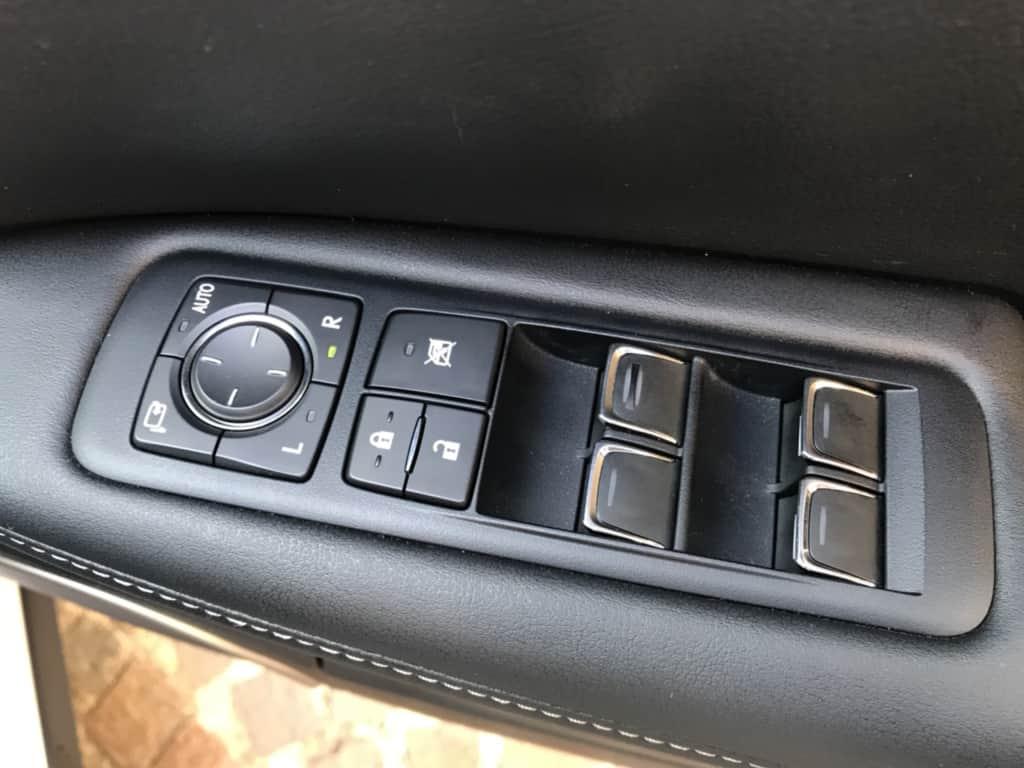 レクサスRXの運転席ドアのドアロック、パワーウィンドウスイッチ